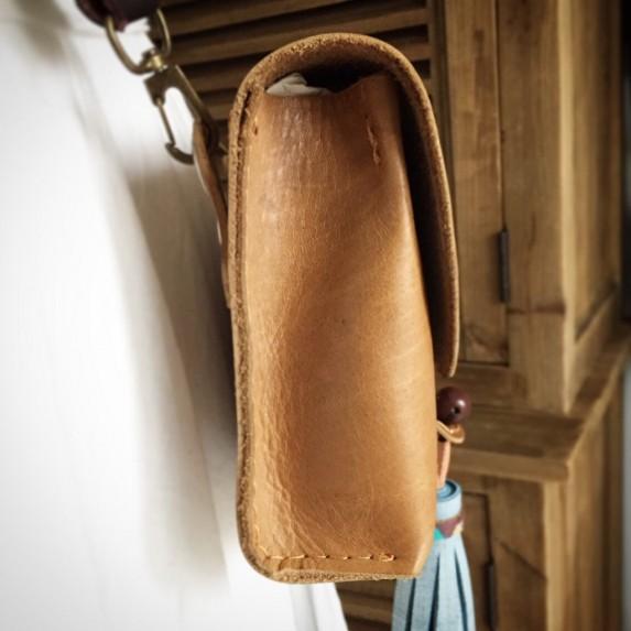 Dönüştürülebilen Bel ve Omuz Çantası, Kutu Formlu Püskül Detaylı Kapaklı Deri Çanta