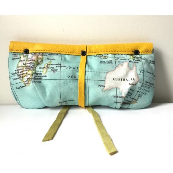 Harita Baskılı Kanvas ve Deri Garnili El Çantası / Dünya Haritalı Kumaş ve Sarı Deri Clutch Çanta